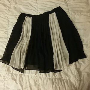 Size 12 Black & White Stripe Pleated Skirt